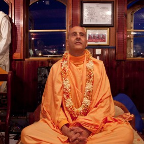 20110408RNSBoatTrip067 new 283x283 Radhanath Swami in London