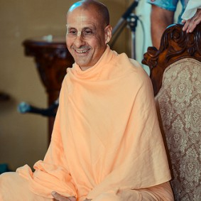 478294511 Radhanath Swami 283x283 Radhanath Swami During Initiation Ceremony