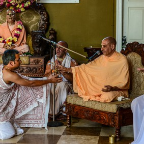 799412318 Radhanath Swami 283x283 Radhanath Swami During Initiation Ceremony