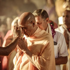 817368508 Radhanath Swami 283x283 Radhanath Swami During Initiation Ceremony