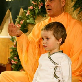 Initiation Ceremony2 new 283x283 Radhanath Swami In Moscow