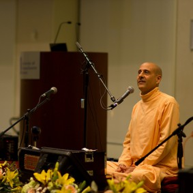 Radhanath Swami 5196498268 60fc8e058b z 283x283 Radhanath Swami Special Moments