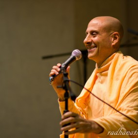 Radhanath Swami 5202858949 aaf5f9e76b b 283x283 Radhanath Swami Special Moments