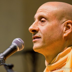 Radhanath Swami 5202868953 52f8da335b b 283x283 Radhanath Swami Special Moments