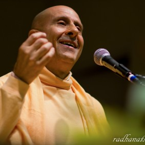 Radhanath Swami 5202873847 b1c8b363ca b 283x283 Radhanath Swami Special Moments