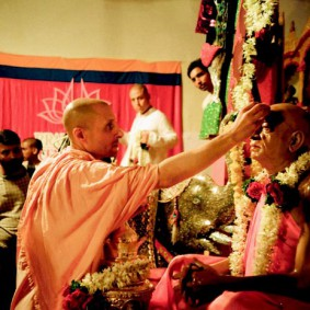 Radhanath Swami 90040007 283x283 Radhanath Swami Special Moments