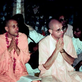 Radhanath Swami 90050014 283x283 Radhanath Swami Praying to Lord