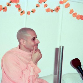 Radhanath Swami 90060020 283x283 Radhanath Swami Special Moments
