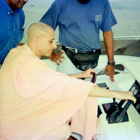 Radhanath Swami 90220027 283x283 Radhanath Swami Special Moments