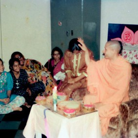 Radhanath Swami 90360003 283x283 Radhanath Swamis Radhagopinath Community
