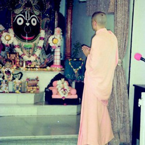 Radhanath Swami 90440020 283x283 Radhanath Swami Praying to Lord
