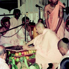 Radhanath Swami Initiation Ceremony1 283x283 Radhanath Swami During Initiation Ceremony