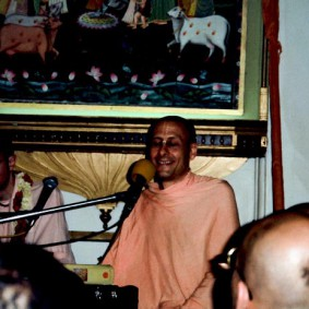 Radhanath Swami Kirtan 283x283 Radhanath Swami Special Moments