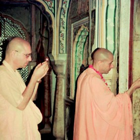 Radhanath Swami Praying to Lord 90050012 283x283 Radhanath Swami Praying to Lord