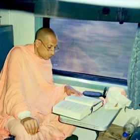Radhanath Swami Reading Book 283x283 Radhanath Swami Special Moments