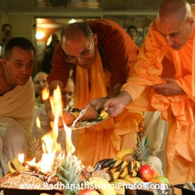 Radhanath Swami during Fire Sacrifice Ceremony 283x283 Radhanath Swami In Moscow