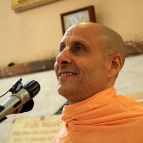 Radhanath Swami in Florence VillaVrindavan 283x283 Radhanath Swami Special Moments