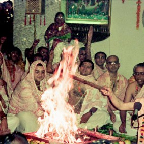 Radhanath Swami performing Fire Sacrifice 283x283 Radhanath Swami During Initiation Ceremony