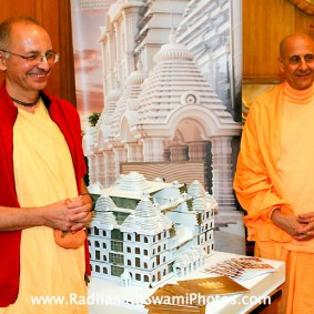 in central strategia moscow yatra march 2012 12 new 283x283 Radhanath Swami In Moscow