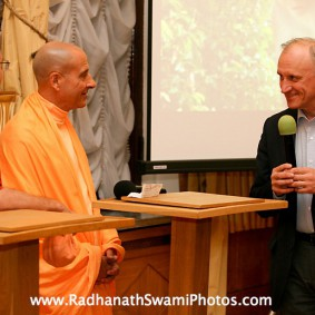 in central strategia moscow yatra march 2012 2 new 283x283 Radhanath Swami In Moscow
