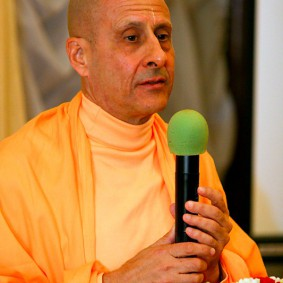 in central strategia moscow yatra march 2012 6 new 283x283 Radhanath Swami In Moscow