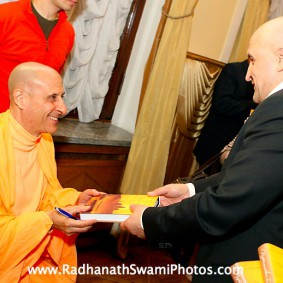 in central strategia moscow yatra march 2012 8 new 283x283 Radhanath Swami In Moscow