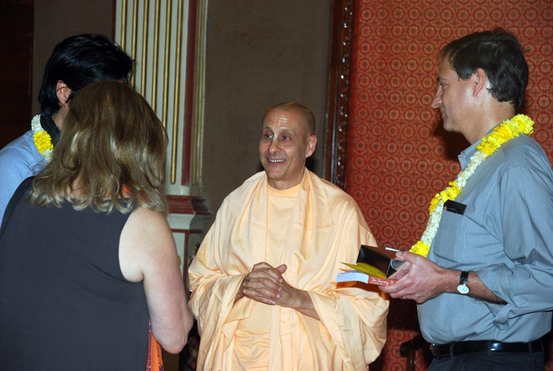Radhanath Swami Inspires Harvard University Students