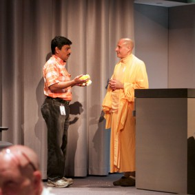 IMG 1991 Radhanath Swami 283x283 Radhanath Swami At Apple Inc.