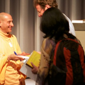 IMG 1999 Radhanath Swami 283x283 Radhanath Swami At Apple Inc.