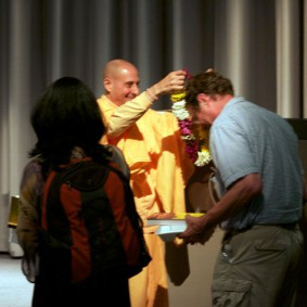 IMG 2002 Radhanath Swami 283x283 Radhanath Swami At Apple Inc.