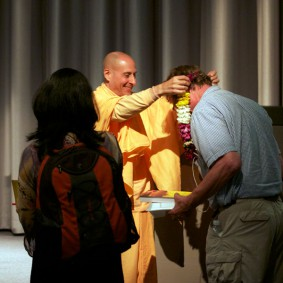 IMG 2004 Radhanath Swami 283x283 Radhanath Swami At Apple Inc.