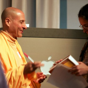 IMG 2015 Radhanath Swami 283x283 Radhanath Swami At Apple Inc.