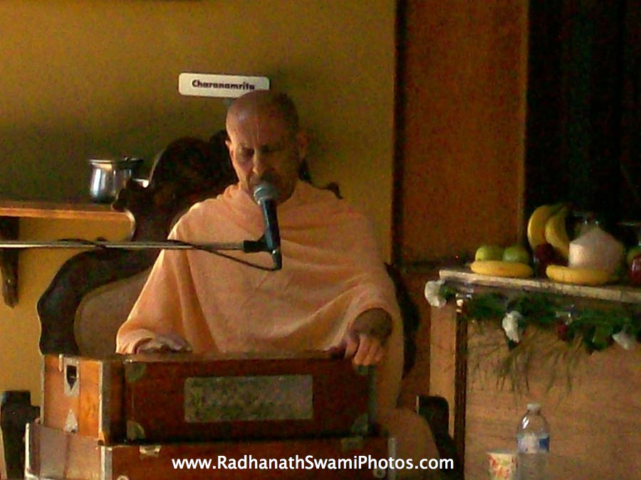 Kirtan by HH Radhanath Swami at Laguna Beach