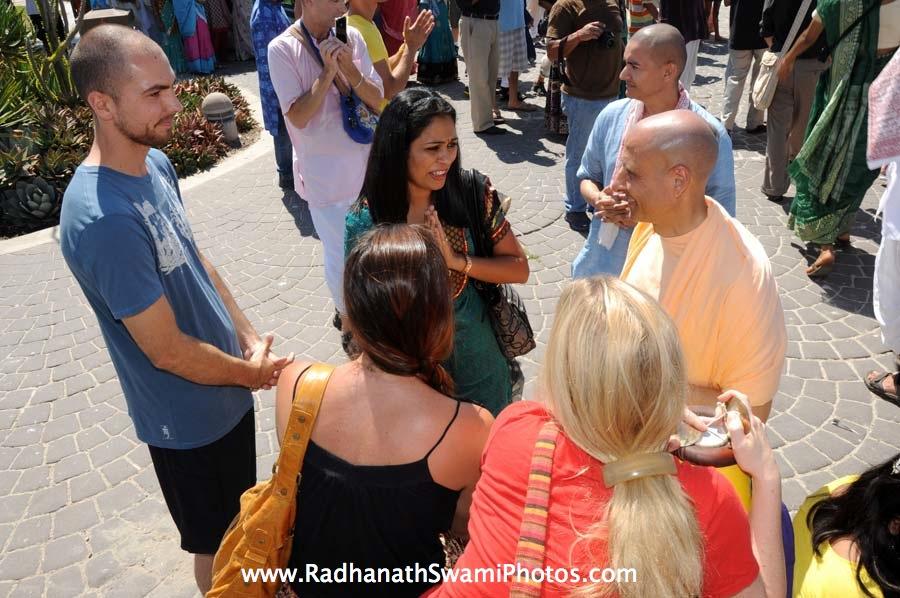 Radhanath Swami meeting Devotees during Rath Yatra