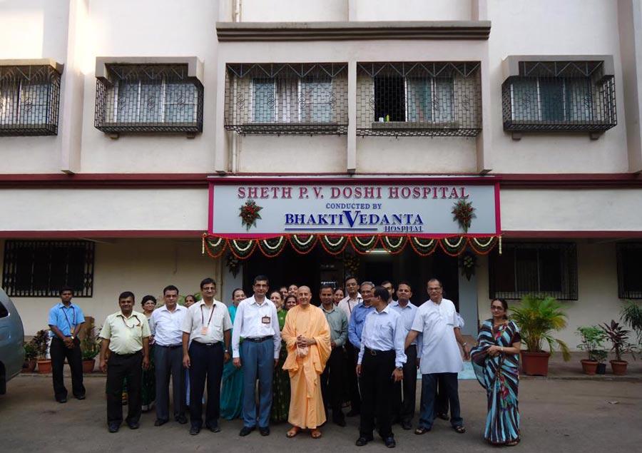 Radhanath Swami with Hospital Staffs