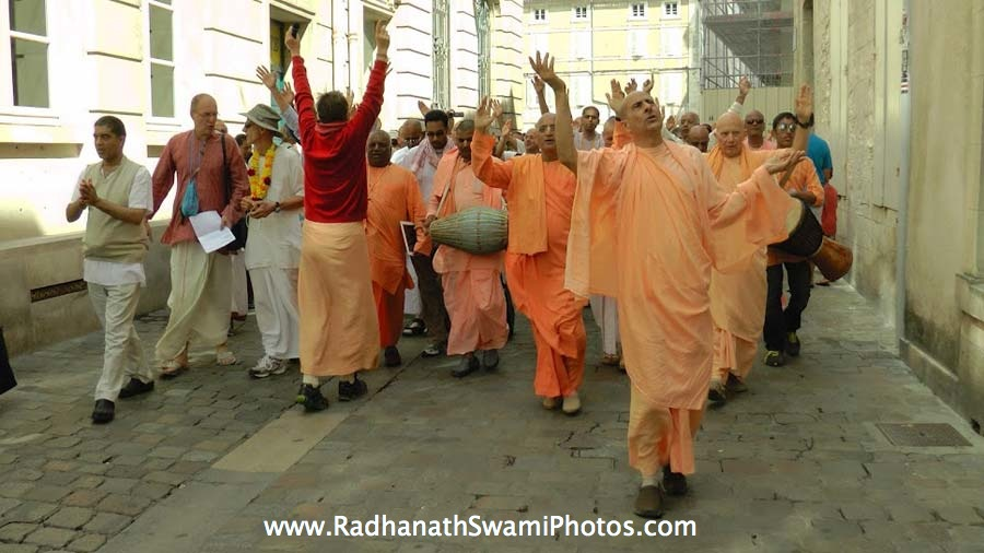 Dancing Kirtan on the Street