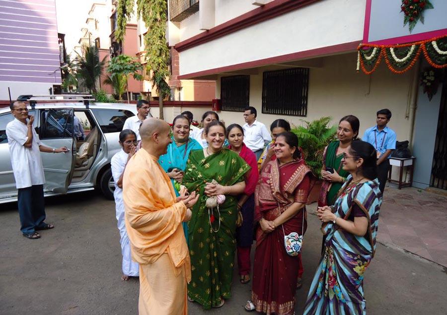 Radhanath Swami meeting devotees at Mira Road