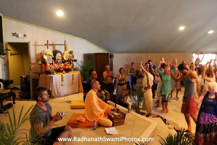 Kirtan by HH Radhanath Swami at Bhakti Fest