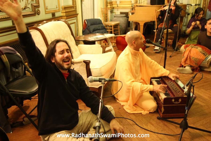 Radhanath Swami leads Kirtan at Elkins Estate