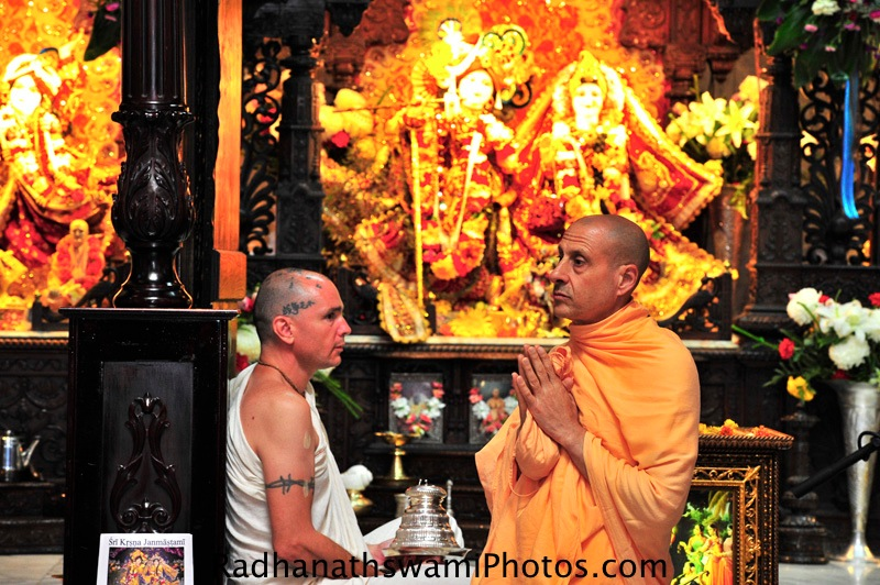 Radhanath Swami praying to Srila Prabhupada