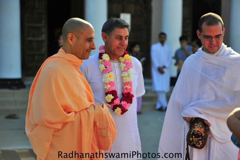 Swami Radhanath talking to devotees