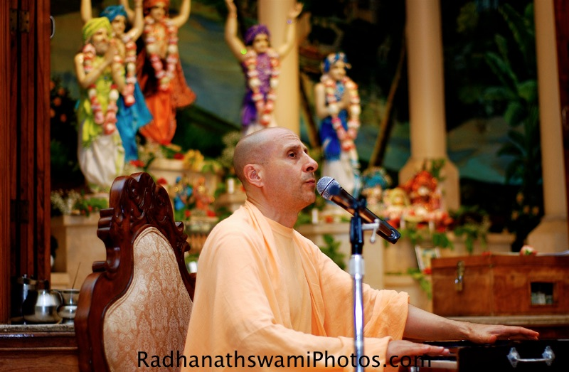 Kirtan by HH Radhanath Swami at Los Angeles Temple