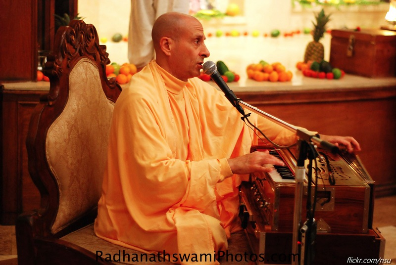 Kirtan by HH Radhanath Swami in Los Angeles