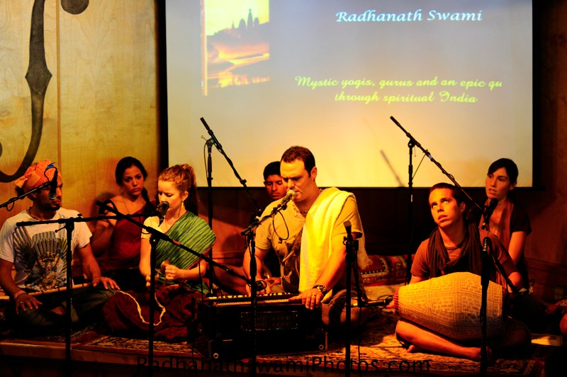Kirtan by Gauravani Prabhu at Soul Food Book Store, Seattle