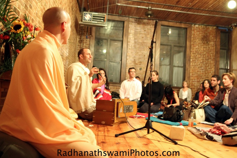 Raghunath Prabhu introduces Radhanath Swami