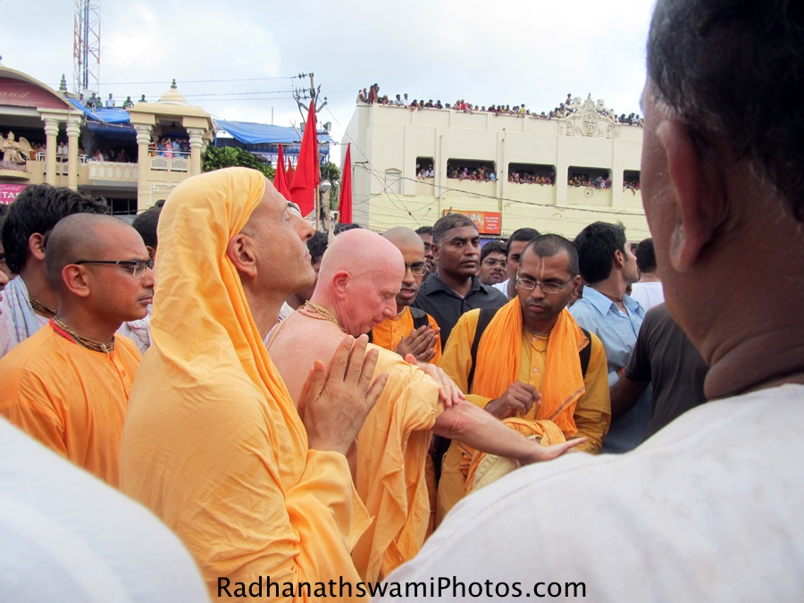 Radhanath Swami praying to Lord during Rath yatra at Puri