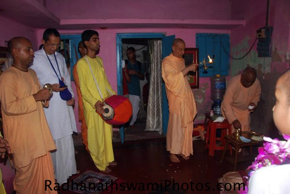 Radhanath Swami doing Arati for Srila Prabhupada