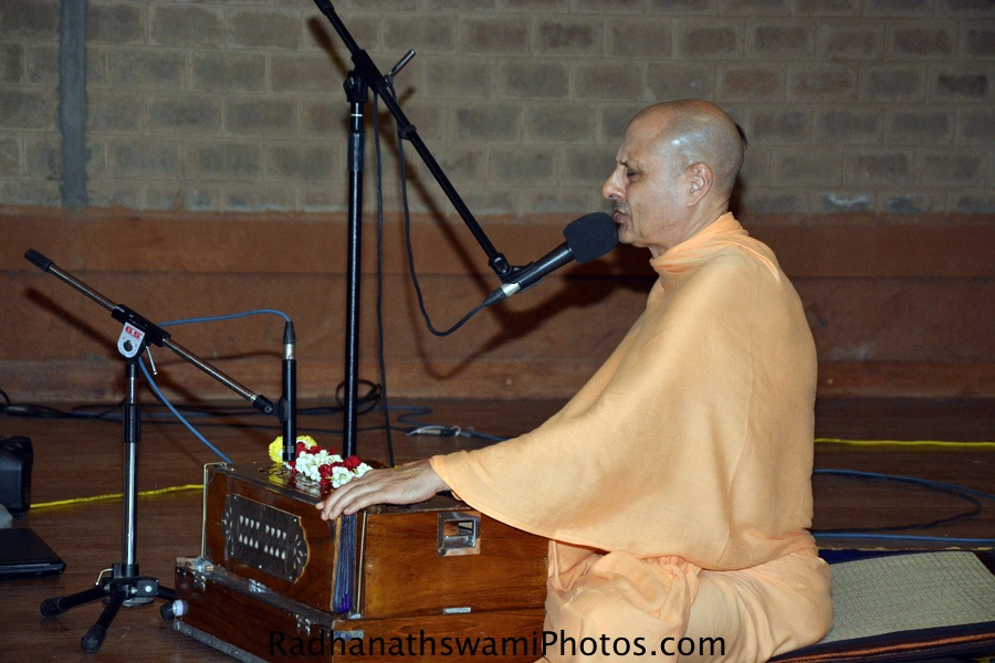 Radhanath Swami singing Kirtan at Wada farm, GEV