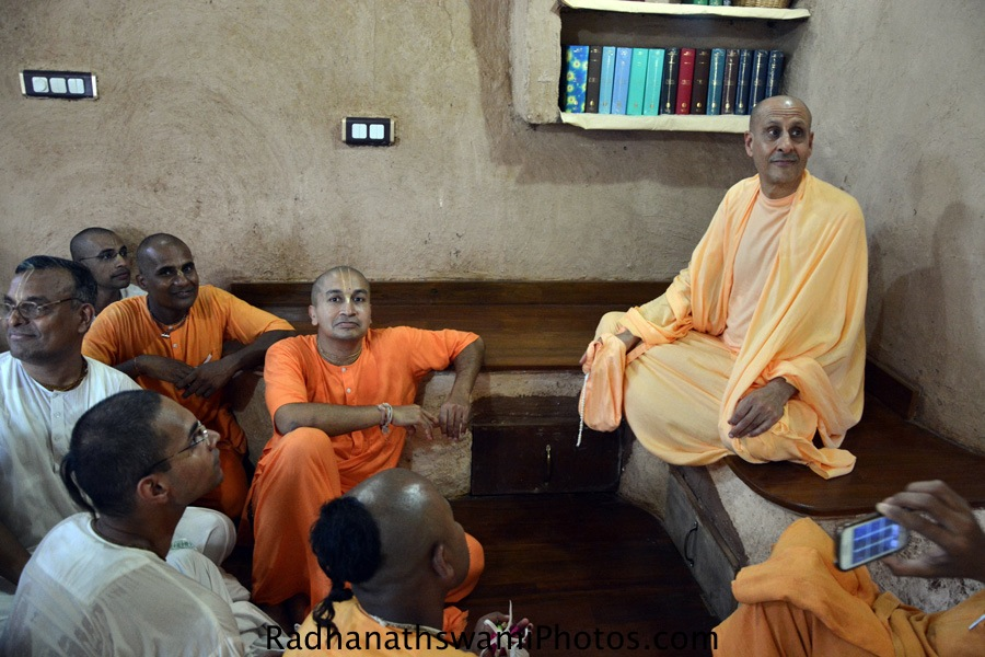 Radhanath Swami with Devotees from ISKCON Chowpatty