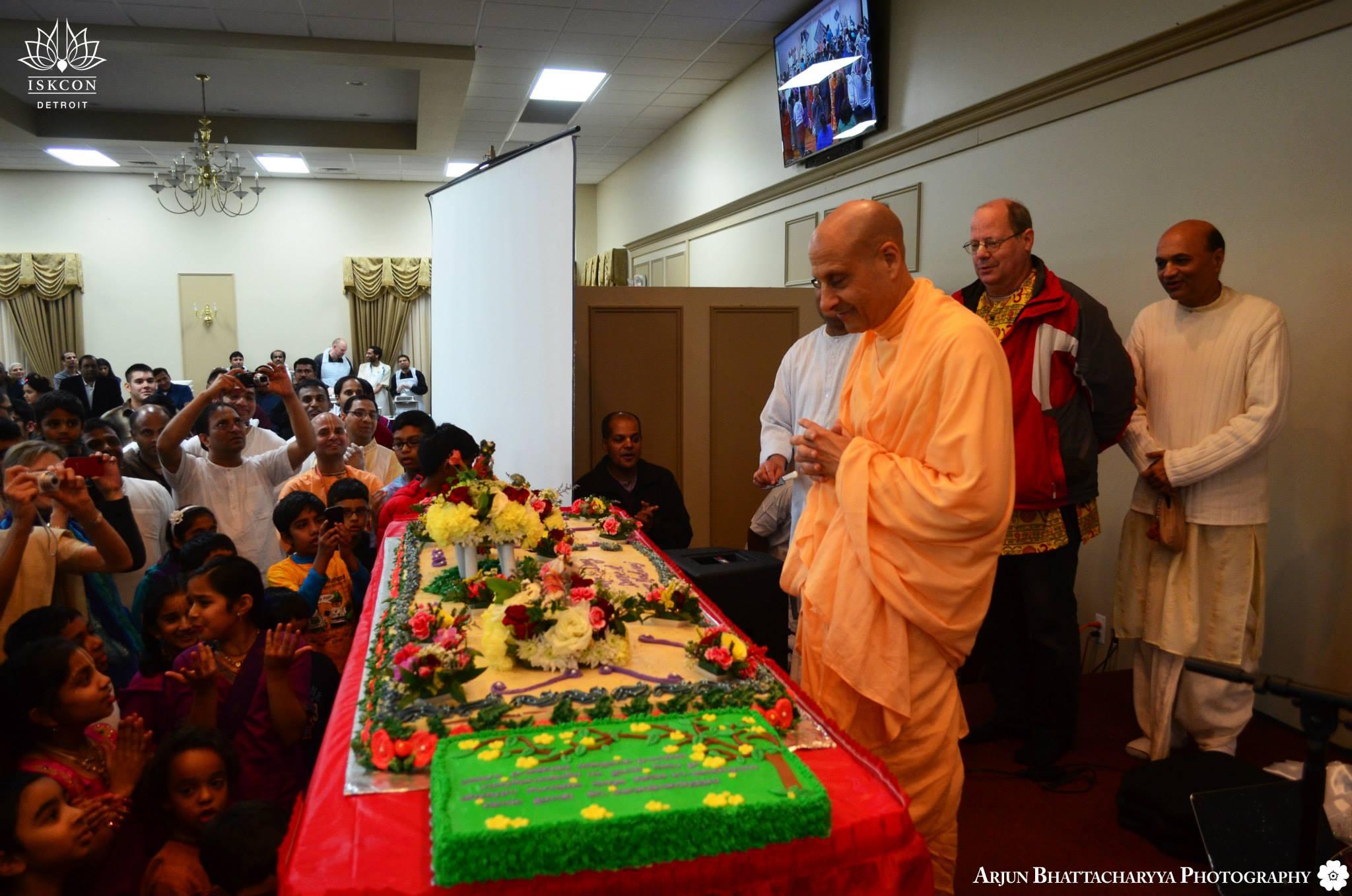 Radhanath Swami cake cuting celibration